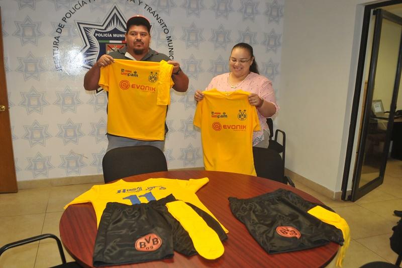 Gasolineras Hermol dona uniformes para uno de los dos equipos de fútbol  conformados por menores infractores 0326c067bda99
